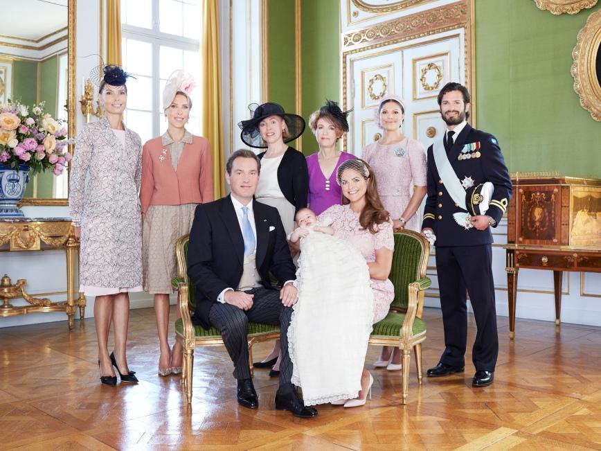 Ruotsin prinsessa Leonoren ristiäiset, kastejuhla - prinsessa Leonore, prinsessa Madeleine ja Chris O'Neill, sekä Chrisin siskot ja kruununprinsessa Victoria, prinssi Carl Philip