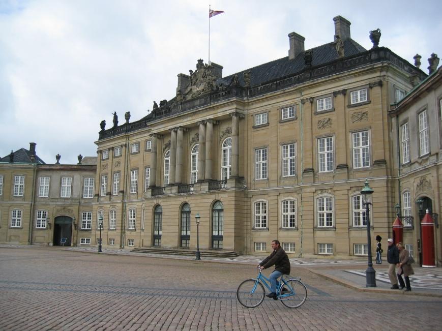 Christian VIII:n palatsi Amalienborgin linnassa Kööpenhaminassa, Tanskan kuninkaallisen perheen koti