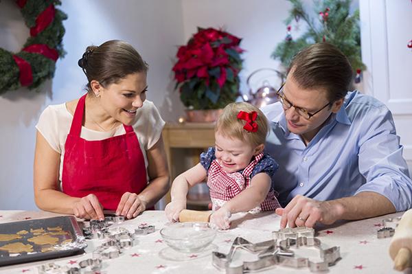 Ruotsin prinsessa Estelle ja kruununprinsessa Victoria, sekä prinssi Daniel jouluna