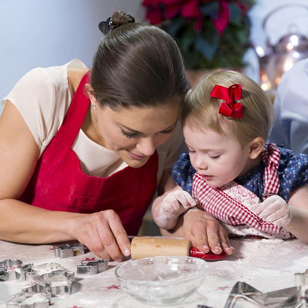 Ruotsin prinsessa Estelle ja kruununprinsessa Victoria jouluna
