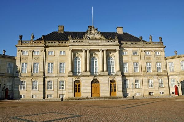 Tanskan kuninkaallisen perheen koti, Amalienborg, Kööpenhamina