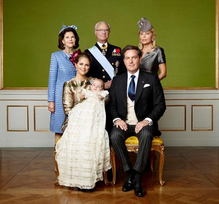 Ruotsin prinssi Nicolaksen ristiäiset, kastejuhla, prinsessa Madeleine, Chris O'Neill, kuningas Kaarle Kustaa, kuningatar Silvia, Eva O'Neill, virallinen kuva, isovanhemmat