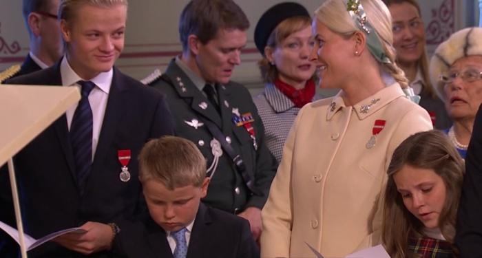 Norjan kuningasperhe kuningas Haraldin vallassaolojuhlissa