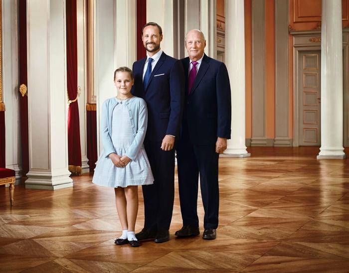 Norjan prinsessa Ingrid Alexandra, kruununprinssi Haakon ja kuningas Harald