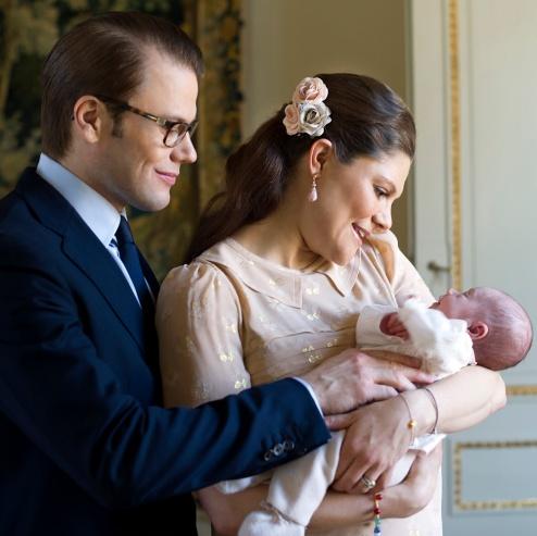 Vastasyntynyt prinsessa Estelle, kruununprinsessa Victoria ja prinssi Daniel, vauva, kuninkaalliset, Hovikirjeenvaihtaja