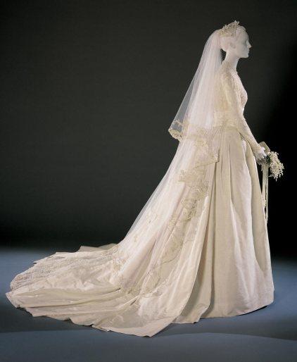 Grace Kellyn hääpuku, kuninkaalliset, Hovikirjeenvaihtaja