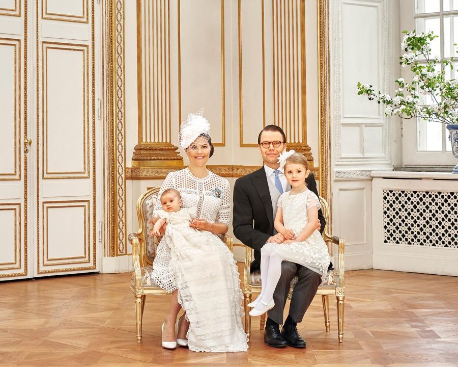 Ruotsin prinssi Oscarin kastejuhla, ristiäiset - kruununprinsessa Victoria, prinssi Daniel, prinsessa Estelle, prinssi Oscar, kuninkaalliset, Hovikirjeenvaihtaja