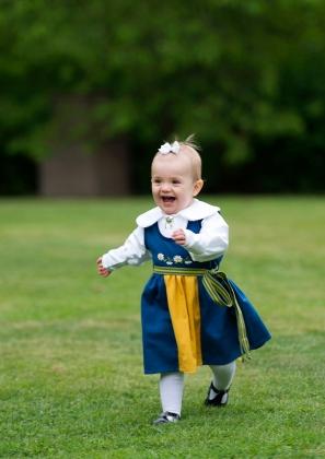 Ruotsin prinsessa Estelle kansallispäivänä kansallispuvussa, kuninkaalliset, Hovikirjeenvaihtaja
