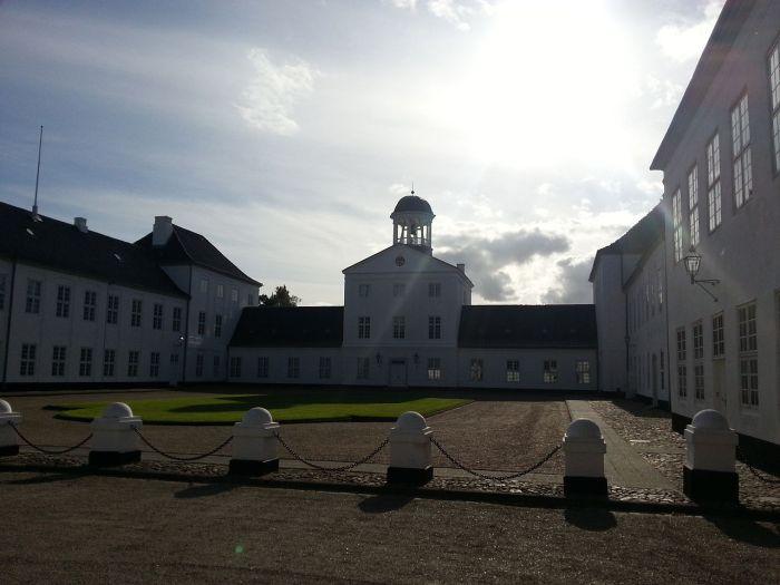 Tanskan kuninkaallisen perheen kesäloma, Gråstenin linna, kesäpaikka, kuninkaalliset, hovikirjeenvaihtaja