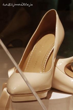 Ruotsin prinsessa Sofian hääpuku, kuninkaalliset hääpuvut, kuninkaallinen hääpukunäyttely, Kungliga brudklänningar, Tukholma, kengät