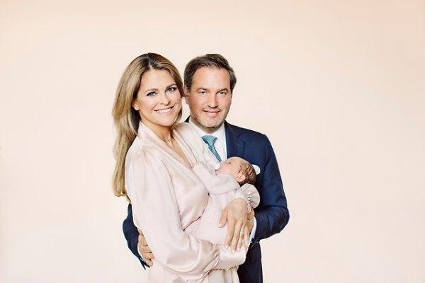Ruotsin prinsessa Adriennen kastejuhla, ristiäiset, kummit, prinsessa Madeleine, Chris O'Neill, kuninkaalliset