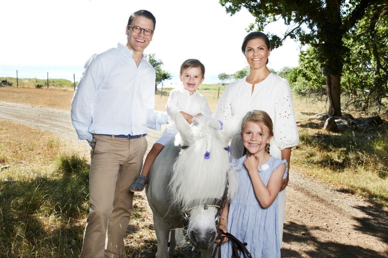 Ruotsin kruununprinsessa Victoria, prinssi Daniel, prinsessa Estelle, prinssi Oscar,